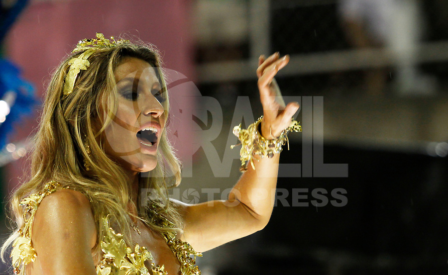 RIO DE JANEIRO, RJ, 07 DE MARÇO 2011 - CARNAVAL RJ / VILA ISABEL - A modelo Gisele Bündchen, destaque da Vila Isabel, no primeiro dia de Desfile das Escolas de Samba do Grupo Especial do Rio de Janeiro, na Marquês de Sapucaí (Sambódromo), no centro do Rio de Janeiro, na madrugada desta segunda-feira. (FOTO: VANESSA CARVALHO / NEWS FREE).