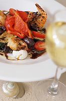 Iles Bahamas /Ile d'Eleuthera/Harbour Island/Dunmore Town: Grilled végétables with tiger shrimps and goat cheese (Légumes grillés au crevette tigrée et fromage de chêvre), recette de David Mac Callum Chef du restaurant de l'Hotel Coral Sands