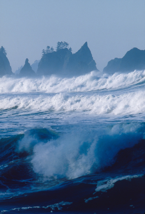 Olympic National Park, Shi Shi Beach, Point of the Arches, Olympic Coast National Marine Sanctuary, Washington State, Pacific Northwest, winter storm surf, Pacific Ocean, Northwest coast, Olympic Peninsula, North America, USA,.