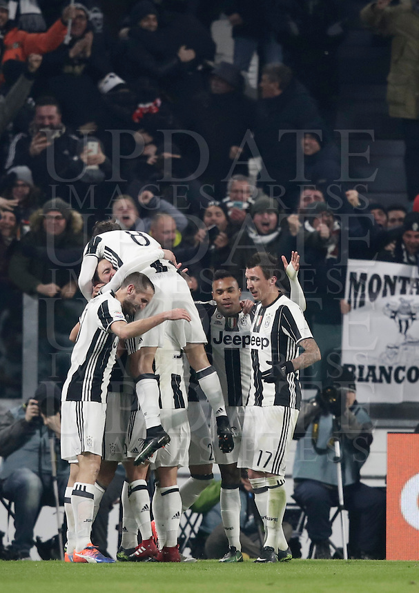 Goal Gonzalo Higuain Calcio, Serie A: Juventus vs Roma. Torino, Juventus Stadium,17 dicembre 2016. <br /> Juventus' Gonzalo Higuain, left, partially seen, celebrates with teammates after scoring the winning goal during the Italian Serie A football match between Juventus and Roma at Turin's Juventus Stadium, 17 December 2016.<br /> UPDATE IMAGES PRESS/Isabella Bonotto