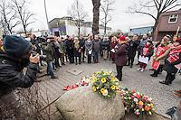 """Gedenken an Ehrenmord-Opfer Hatun Sueruecue in Berlin.<br /> Am Dienstag den 7. Februar 2017 wurde in Berlin-Tempelhof der am 7.2.2005 ermordeten Deutsch-Kurdin Hatun Sueruecue gedacht. Die 21jaehrige Frau wurde von ihrer Familie ermordet, weil sie sich nicht an die """"traditionellen"""" Werte gehalten hat, eine Ausbildung zur Elektroinstallatoerin gemacht hat und mit ihrem unehelichen Kind ein selbstbestimmtes Leben fuehren wollte.<br /> Der Mord wurde in Abstimmung mit der Familie von ihren Bruedern durchgefuehrt, als Taeter wurde der damals minderjaehriger Bruder vorgeschickt. Zwei Brueder fluechteten in die Tuerkei.<br /> Im Bild: Bezirksbuergermeisterin von Tempelhof-Schoeneberg, Angelika Schoettler (beide SPD).<br /> 7.2.2017, Berlin<br /> Copyright: Christian-Ditsch.de<br /> [Inhaltsveraendernde Manipulation des Fotos nur nach ausdruecklicher Genehmigung des Fotografen. Vereinbarungen ueber Abtretung von Persoenlichkeitsrechten/Model Release der abgebildeten Person/Personen liegen nicht vor. NO MODEL RELEASE! Nur fuer Redaktionelle Zwecke. Don't publish without copyright Christian-Ditsch.de, Veroeffentlichung nur mit Fotografennennung, sowie gegen Honorar, MwSt. und Beleg. Konto: I N G - D i B a, IBAN DE58500105175400192269, BIC INGDDEFFXXX, Kontakt: post@christian-ditsch.de<br /> Bei der Bearbeitung der Dateiinformationen darf die Urheberkennzeichnung in den EXIF- und  IPTC-Daten nicht entfernt werden, diese sind in digitalen Medien nach §95c UrhG rechtlich geschuetzt. Der Urhebervermerk wird gemaess §13 UrhG verlangt.]"""
