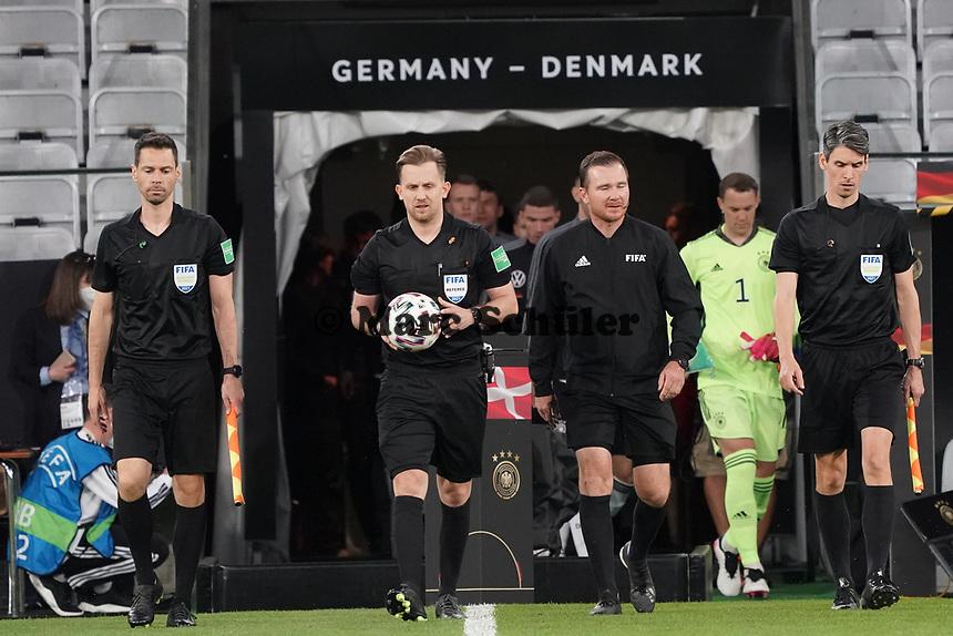 Einlauf der Deutschen Mannschaft - Innsbruck 02.06.2021: Deutschland vs. Daenemark, Tivoli Stadion Innsbruck