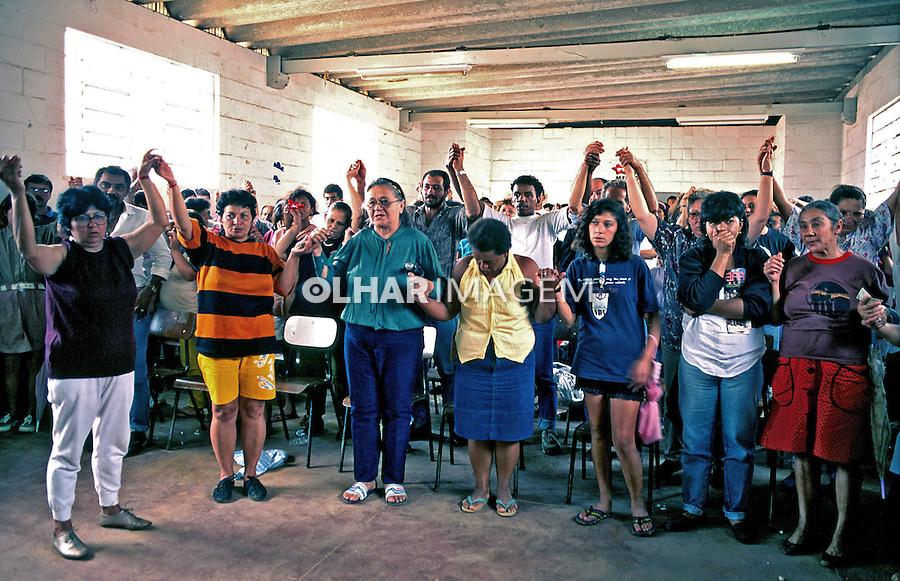 Reunião da associação de moradores da favela Heliópolis. São Paulo. 1994. Foto de Juca Martins.