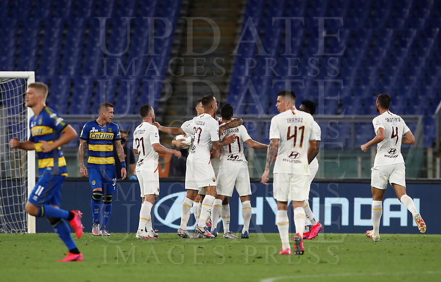 Roma s Henrikh Mkhitaryan, center, is congratulated by his teammates after scoring a goal during the Italian Serie A football match between Roma and Parma at Rome's Olympic stadium, July 8, 2020.<br /> UPDATE IMAGES PRESS/Isabella Bonotto