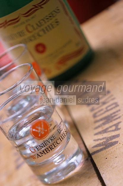 Europe/France/59/Nord/Env de Lille/Wambrechies: Distillerie Claeyssens datant de 1817 - Verre et Bouteille de de Genièvre - Geniévre de Flandre et d'Artois