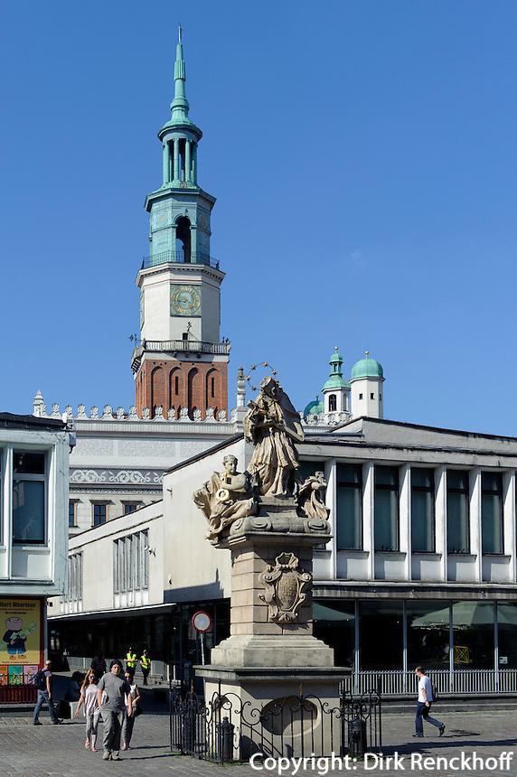 Nepomuk-Statue und Rathausturm am alten Marktplatz (Stary Rynek) in Posnan (Posen), Woiwodschaft Großpolen (Województwo wielkopolskie), Polen Europa<br /> St.Nepomuk and townhall-tower at Old Market Place (Stary Rynek) in Pozan, Poland, Europe
