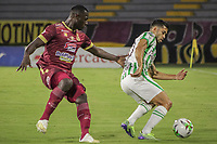 IBAGUE - COLOMBIA, 30-03-2021: Anderson Angulo del Tolima disputa el balón con Andres Andrade de Nacional durante partido entre Deportes Tolima y Atlético Nacional por la fecha 16 como parte de la Liga BetPlay DIMAYOR I 2021 jugado en el estadio Manuel Murillo Toro de la ciudad de Ibagué. / Anderson Angulo of Tolima struggles the ball with Andres Andrade of Nacional during match between Deportes Tolima and Atletico Nacional for the date 16 as part of BetPlay DIMAYOR League I 2021 played at Manuel Murillo Toro stadium in Ibague. Photo: VizzorImage / Juan Torres / Cont