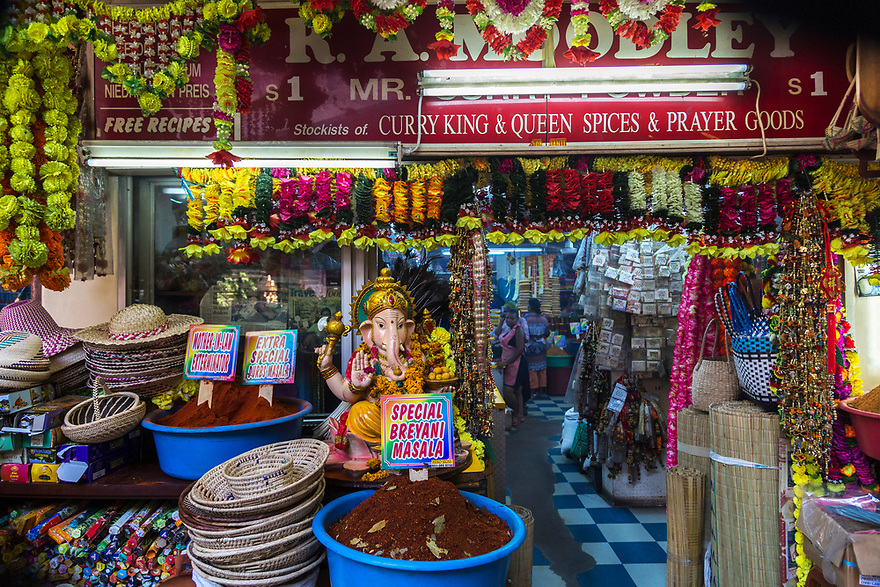 Walking tour in Durban, South Africa.<br /> Discovery of exciting outdoor markets.