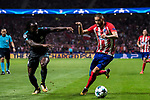 Yannick Ferreira Carrasco (r) of Atletico de Madrid battles for the ball with Victor Moses of Chelsea FC during the UEFA Champions League 2017-18 match between Atletico de Madrid and Chelsea FC at the Wanda Metropolitano on 27 September 2017, in Madrid, Spain. Photo by Diego Gonzalez / Power Sport Images