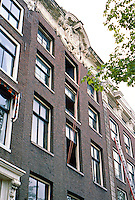 Amsterdam: No. 263 Keisersgracht*.  *The function of the pulley revealed. Photo '87.