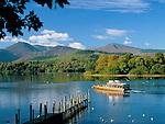 Great Britain, England, Cumbria (Lake District), near Keswick: Ferry on Derwentwater in autumn | Grossbritannien, England, Cumbria (Lake District), bei Keswick: Ausflugsschiff auf dem See Derwentwater