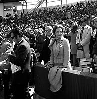 Le maire Jean Drapeau et Marie-Claire Drapeau dans leur loge, 14 avril 1969, lors du Premier match des EXPOS a Montreal
