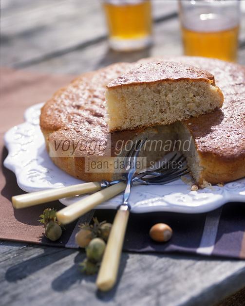 """Europe/France/Normandie/Basse-Normandie/61/Orne/Saint-Maurice-sur-Huisne : Gâteau à la noisette - Recette de Mme Scherer du restaurant-brocante """"Le Presbytère""""  //  Europe / France / Normandy / Lower Normandy / 61 / Orne / Saint-Maurice-sur-Huisne: Hazelnut cake - Recipe by Mme Scherer from the second-hand restaurant """"Le Presbytère"""""""