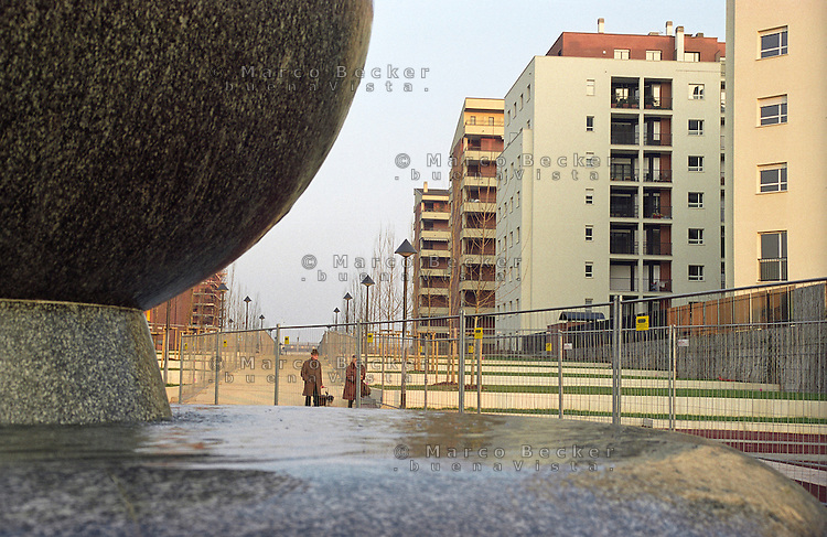 milano, quartiere rubattino - lambrate, periferia est. nuovo complesso residenziale in costruzione --- milan, rubattino - lambrate district, east periphery. new residential buildings compound under construction