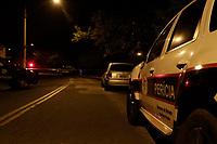 Campinas (SP), 12/07/2020 - Policia - Policiais Militares do 1º Baep da cidade de Campinas (SP), trocaram tiros na noite deste domingo (13) na Rua Paulo Vianna de Souza, na Vila Uniao, com suspeitos em um carro roubado que praticavam assalto no bairro. Um morreu no local e outro foi preso.