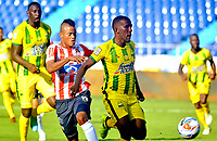 BARRANQUILLA - COLOMBIA, 04-02-2018: Luis Sandoval (Izq) jugador del Atlético Junior disputa el balón con Fabio Rodríguez(Der) del Atlético Bucaramanga  durante el partido entre el Atlético Junior y Atlético Bucaramanga  por la fecha 1 de la Liga Águila II 2018 jugado en el estadio Metropolitano Roberto Meléndez. / Luis Sandoval (L) player of Atletico Junior vies for the ball withFabio Rodriguez(R) player of Atletico Bucaramanga during match between Atlético Junior and Atletico Bucaramanga  for the date 1 of the Aguila League I 2018 played at Metropolitano Roberto Meléndez  stadium. Photo: VizzorImage/ Alfonso Cervantes / Contribuidor