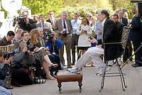 New Jersey Gov. Jon Corzine, right,  holds his first news conference at his offical residence Drumthwacket Monday, May, 7, 2007 in Princeton, New Jersey. Corzine walked down several steps with the aid of crutches to speak with the press. (Bradley C Bower/Bloomberg News)
