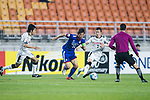 Suwon Samsung Bluewings Suwon Midfielder Yeom Ki Hun (C) fights for the ball with Kawasaki Defender Tatsuki Nara (R) during the AFC Champions League 2017 Group G match between Suwon Samsung Bluewings (KOR) vs Kawasaki Frontale (JPN) at the Suwon World Cup Stadium on 25 April 2017, in Suwon, South Korea. Photo by Yu Chun Christopher Wong / Power Sport Images