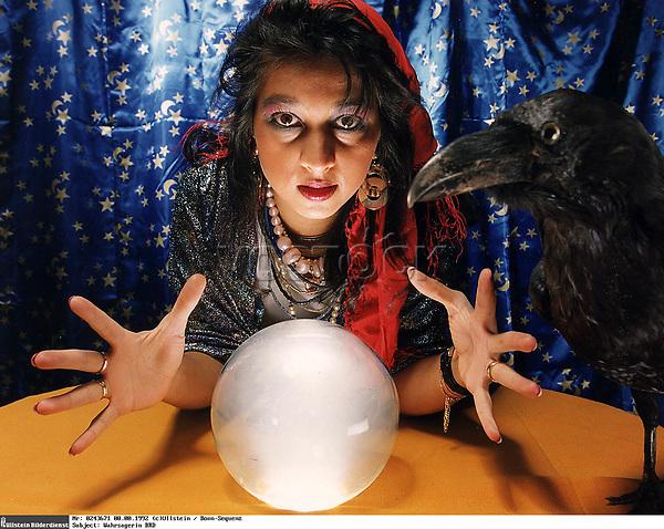 """(col)<br /> Wahrsagerin mit Kristallkugel<br /> und ausgestopftem Raben.<br /> <br /> - 1992<br /> <br /> <br /> """""""" Fortuneteller mit a chrystal ball and a stuffed raven  - 1992"""