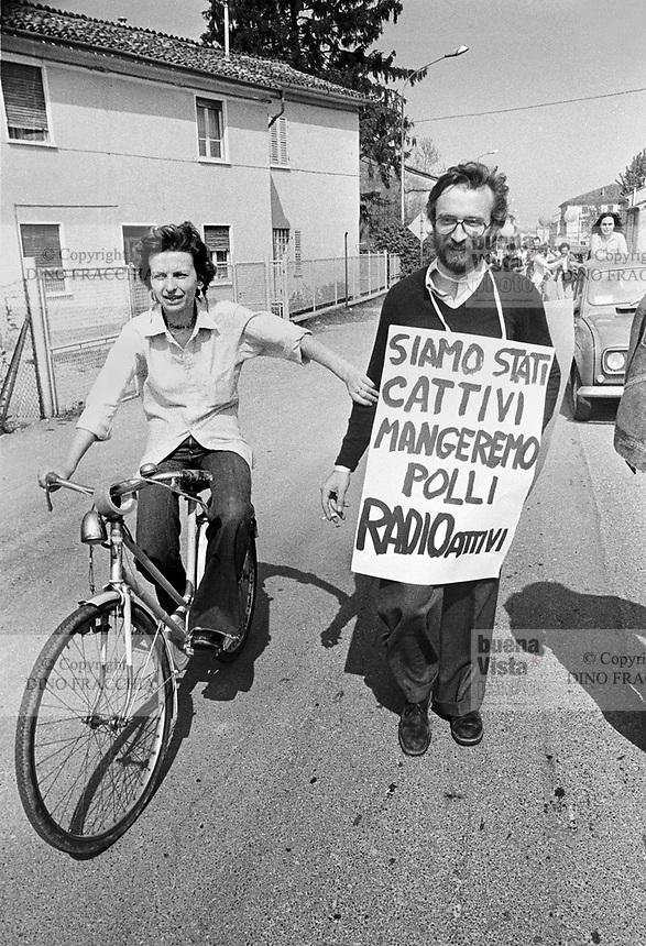 - demonstration against the  nuclear power station of Caorso (April 1977), Emma Bonino and Marcello Crivellini, of the Radical Party<br /> <br /> - manifestazione contro la  centrale nucleare di Caorso (aprile 1977), Emma Bonino e Marcello Crivellini, del Partito Radicale