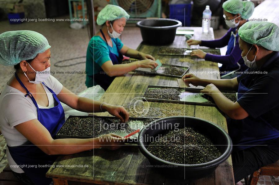 LAO P.D.R. Vientiane, LFP Lao Farmer Products , processing and marketing of fair trade rice varieties like black rice, sticky rice, fragrant rice etc. / LAOS, Lao farmer products, Verarbeitung und Vermarktung von fair trade Reissorten wie Klebereis, Lila Reis, schwarzer Reis, Duftreis, Frauen sortieren Reiskoerner
