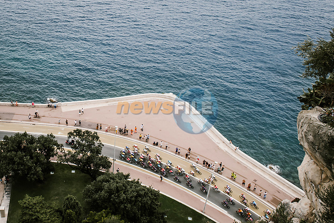The peloton along the Promenade des Anglais during Stage 1 of Tour de France 2020, running 156km from Nice Moyen Pays to Nice, France. 29th August 2020.<br /> Picture: ASO/Pauline Ballet | Cyclefile<br /> All photos usage must carry mandatory copyright credit (© Cyclefile | ASO/Pauline Ballet)