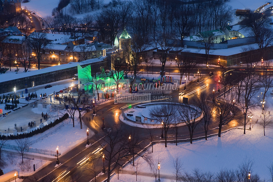 """Amérique/Amérique du Nord/Canada/Québec/ Québec: Le """"Palais de Glace"""" lors du Carnaval de Québec sur la place de l'Assemblée Nationale et la porte Saint-Louis"""