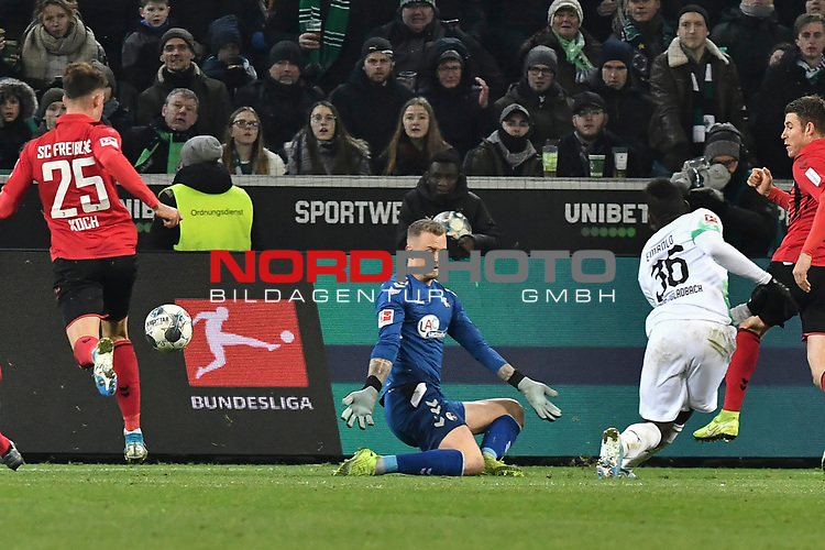 01.12.2019, Borussia-Park - Stadion, Moenchengladbach, GER, DFL, 1. BL, Borussia Moenchengladbach vs. SC Freiburg, DFL regulations prohibit any use of photographs as image sequences and/or quasi-video<br /> <br /> im Bild Breel Embolo (#36, Borussia Moenchengladbach) macht das Tor zum 4:2<br /> <br /> Foto © nordphoto/Mauelshagen