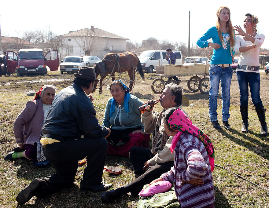 Families picnicked on a field in Mogila that normally serves as a livestock market during the annual meeting of the Kalaidzhii, a subset of Roma who work as tinkerers. PHOTO BY JODI HILTON
