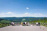 Germany, Thuringia, Ilmenau: view from Kickelhahn mountain (861 m) in Thuringian Forest | Deutschland, Thueringen, Ilmenau: Aussicht vom Kickelhahn, 861 Meter hoher Berg im Thueringer Wald, der Goethe-Wanderweg fuehrt hier entlang