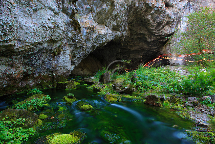 The Kapova cave is located in the Shugan Tash Reserve. Tourists can see here rock paintings of mammoths and rhinoceros (14,000 BC). During the Ice Age, the glaciers stopped at 100 Km to the north of this cave.