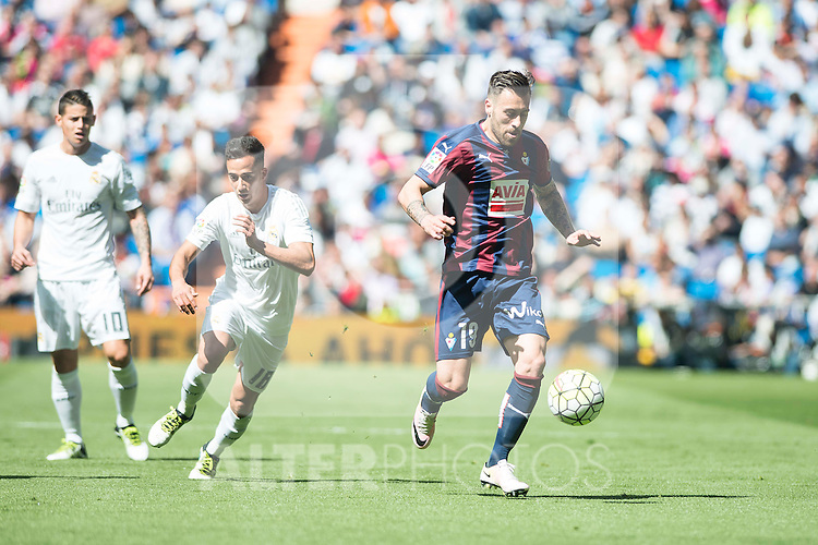 Real Madrid's Mateo Kovacic and Sociedad Deportiva Eibar's Antonio Luna during La Liga match. April 09, 2016. (ALTERPHOTOS/Borja B.Hojas)