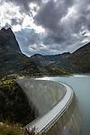 Switzerland, Canton Valais, above Finhaut near Martigny: reservoir Lac d'Émosson at 1.930m altitude with an arch dam (Barrage d'Émosson), at background dam of Lac du Vieux Émosson (2.205 m), at left summits Les Perrons (2.674 m) | Schweiz, Kanton Wallis, oberhalb Finhaut bei Martigny: der Lac d'Émosson - Stausee auf 1.930 m Höhe mit einer Bogenstaumauer (Barrage d'Émosson), im Hintergrund die Staumauer des Lac du Vieux Émosson (2.205 m), links die Gipfel der Les Perrons