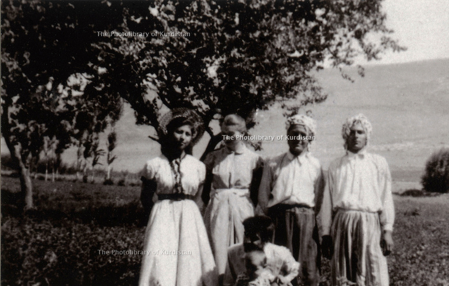 Iran 1953 In the village of Barbaran, left, Tabasson, sister of Hassan Shatavi and Helen Ghassemlou  Iran 1953 A Barbaran, Tabasson, soeur de Hassan Shatavi et Helen Ghassemlou