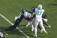 running back Patrick Laird (42) of the Miami Dolphins wird gestoppt von outside linebacker James Burgess (58) of the New York Jets - 08.12.2019: New York Jets vs. Miami Dolphins, MetLife Stadium New York