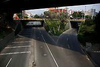 MEDELLIN - COLOMBIA, 26-03-2020: Medellín durante el noveno día de la cuarentena total en el territorio colombiano causada por la pandemia  del Coronavirus, COVID-19. / Medellin during the nineth day of total quarantine in Colombian territory caused by the Coronavirus pandemic, COVID-19. Photo: VizzorImage / Leon Monsalve / Cont