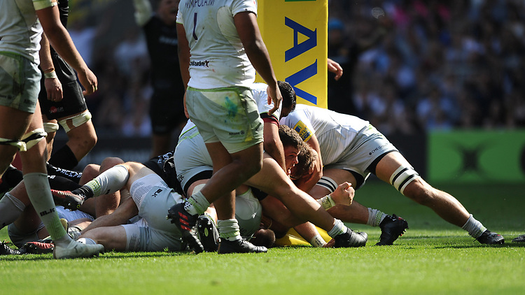 Sam Simmonds of Exeter Chiefs scores a try during the Aviva Premiership Rugby Final between Exeter Chiefs and Saracens at Twickenham Stadium on Saturday 26th May 2018 (Photo by Rob Munro/Stewart Communications)