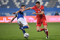 Jorge Luiz Frello Filho Jorginho of Italy and Robert Lewandowski of Poland compete for the ball during the Uefa Nation League Group Stage A1 football match between Italy and Poland at Citta del Tricolore Stadium in Reggio Emilia (Italy), November, 15, 2020. Photo Andrea Staccioli / Insidefoto