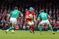 Pictured:Justin Tipuric of Wales (C) against Cian Healy (L) and Eoin Reddan of Ireland Saturday 14 March 2015<br />