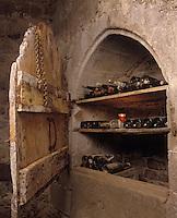 Europe/France/Auvergne/12/Aveyron/Env. de Laguiole: Château du Bousquet - Vieilles bouteilles rangées dans un placard en ogive dans la cuisine [Non destiné à un usage publicitaire - Not intended for an advertising use]