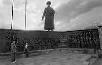 - Turchia, Erzurum (Kurdistan Turco), monumento al presidente Mustafa Kemal Atatürk (1987)<br /> <br /> - Turkey, Erzurum (Turkish Kurdistan), monument to president Mustafa Kemal Atatürk (1987)