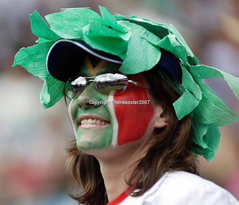 28-6-07,England, Wimbldon, Tennis,  Hewitt supporter