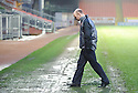 :: DUNDEE UTD CHAIRMAN STEPHEN THOMPSON CHECKS THE PITCH BEFORE THE LATE CALL OFF ::