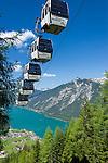 Austria, Tyrol, Pertisau at Achen Lake and Rofan mountains, cable car to Mountain Inn Karwendel | Oesterreich, Tirol, Pertisau am Achensee vorm Rofangebirge, Seilbahn zum Alpengasthof Karwendel