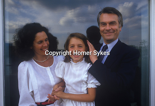 Dr  David Owen with daughter Lucy and wife Debbie. Politician 1980s England. In their Narrow Street Wapping east London apartment