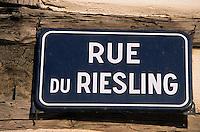 "Europe/France/Alsace/68/Haut-Rhin/Eguisheim : Plaque de rue ""Rue du Riesling"""