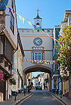 Great Britain, England, Devon, Totnes: East Gate Arch on Fore Street | Grossbritannien, England, Devon, Totnes: East Gate Arch in der Fore Street