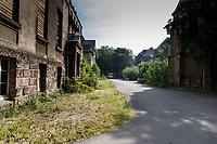 """Das ehemalige St. Josefsheim Waldniel-Hostert, Fuehrung durch das Heim mit der Kentschool Security Group, Gebaeude, Fassade, aussen, niemand, [das Josefsheim ist ein ehemaliges Franziskaner-Heim fuer Kinder mit Behinderung, nach 1937 war es die Kinderfachabteilung der Provinzial Heil- und Pflegeanstalt, in dieser Zeit wurden ca. 100 Kindern mit Behinderung durch die Nationalsozialisten ermordet, von 1963 bis 1991 britische Kent-School], heute leerstehende Ruine, [Treffpunkt fuer """"Geisterjaeger""""], lost place, lost places, moderne Ruine, Verfall, verfallen, Gedenkstaette, Euthanasie, Kindereuthanasie, Naziverbrechen, Verbrechen, Behinderung, Nationalsozialismus, Nazi-Zeit, Drittes Reich, Geschichte, Historie, Josefs-Heim, Europa, Deutschland, Nordrhein-Westfalen, Viersen, Schwalmtal, 08/2013<br /> <br /> Engl.: Europe, Germany, North Rhine-Westphalia, Viersen, Schwalmtal, former St. Josefsheim Waldniel-Hostert, guided tour through the home with the Kentschool Security Group, building, facade, ruin, memorial, euthanasia, mercy killing, crime, disability, National Socialism, Third Reich, history, the Josefsheim is a former home managed by Franciscan monks for disabled children, after 1937 the National Socialists killed approx. 100 disabled children there, from 1963 - 1991 British Kent-School, August 2013"""