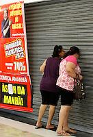 SÃO PAULO,SP,05 JANEIRO 2012 - MEGA LIQUIDAÇAO MAGAZINE LUIZA<br /> Movimentação em frente a loja  Magazine Luiza do Shopping Aricanduva na zona leste.FOTO ALE VIANNA - NEWS FREE.