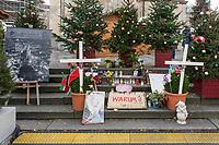 Eroeffnung des Berliner Weihnachtsmarkt am Breitscheidplatz am Montag den 27. November 2017.<br /> Nach dem LKW-Anschlag am 19. Dezember 2016 findet der Weihnachtsmarkt unter verschaerften Sicherheitsvorkehrungen statt. So wurden Beton-Barrieren um den Weihnachtsmarkt aufgestellt und mehr Polizeistreifen sind zum Schutz der Besucher unterwegs.<br /> Im Bild: Der Gedenkort fuer die Opfer des Anschlag an der Stelle wo der LKW zum stehen kam.<br /> 27.11.2017, Berlin<br /> Copyright: Christian-Ditsch.de<br /> [Inhaltsveraendernde Manipulation des Fotos nur nach ausdruecklicher Genehmigung des Fotografen. Vereinbarungen ueber Abtretung von Persoenlichkeitsrechten/Model Release der abgebildeten Person/Personen liegen nicht vor. NO MODEL RELEASE! Nur fuer Redaktionelle Zwecke. Don't publish without copyright Christian-Ditsch.de, Veroeffentlichung nur mit Fotografennennung, sowie gegen Honorar, MwSt. und Beleg. Konto: I N G - D i B a, IBAN DE58500105175400192269, BIC INGDDEFFXXX, Kontakt: post@christian-ditsch.de<br /> Bei der Bearbeitung der Dateiinformationen darf die Urheberkennzeichnung in den EXIF- und  IPTC-Daten nicht entfernt werden, diese sind in digitalen Medien nach §95c UrhG rechtlich geschuetzt. Der Urhebervermerk wird gemaess §13 UrhG verlangt.]